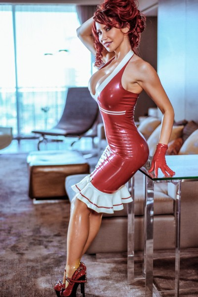 Maid-in-latex-012