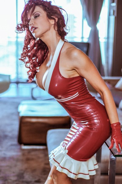 Maid-in-latex-011