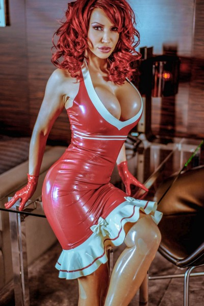 Maid-in-latex-017